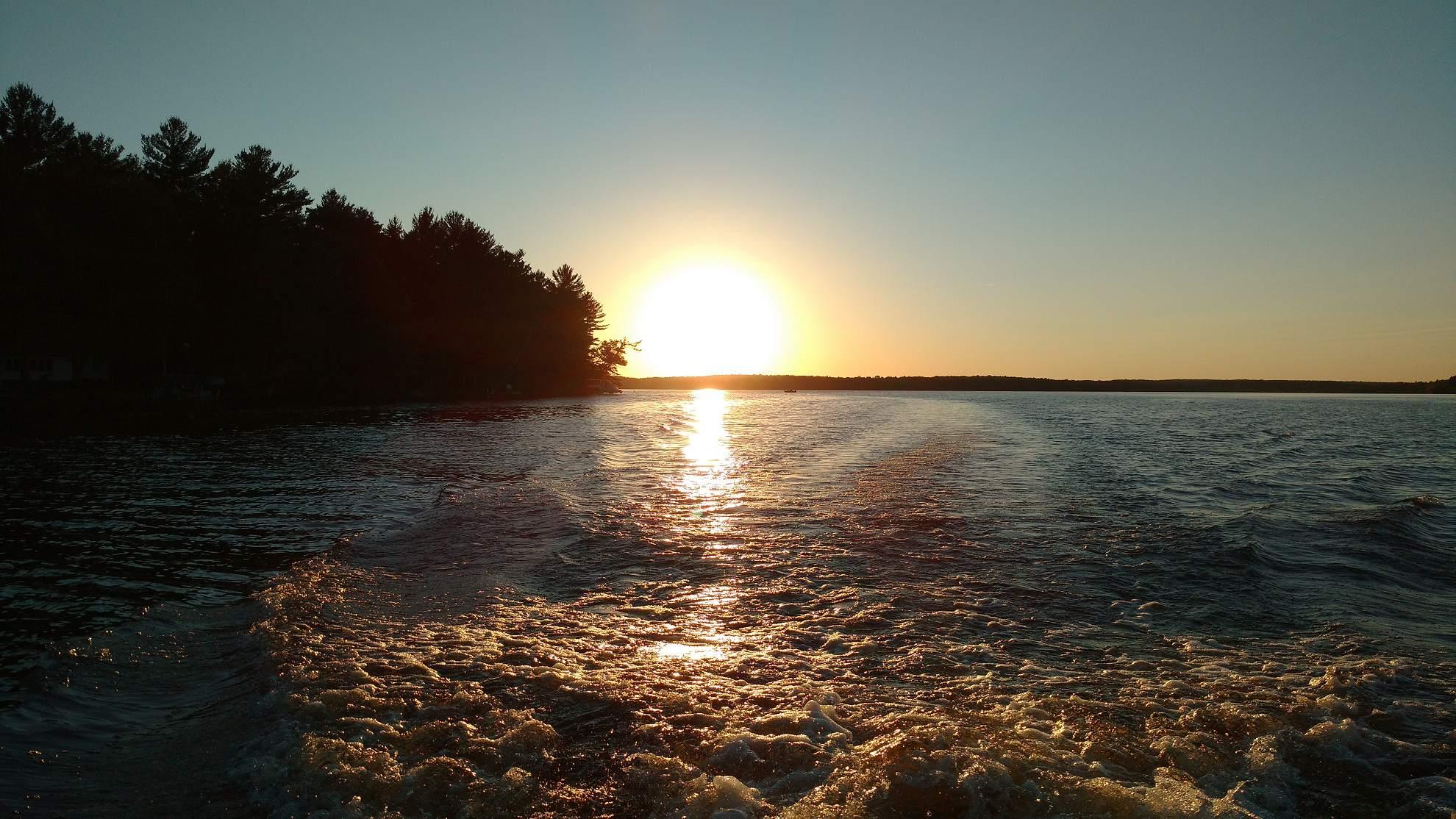 Boating on Nelson Lake